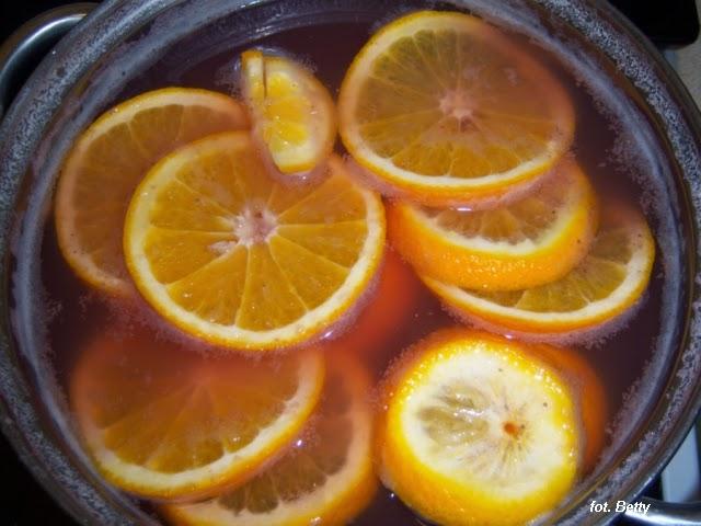 Lemoniada-miC499towa-z-truskawkami