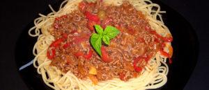 spaghetti w sosie pomidorowym