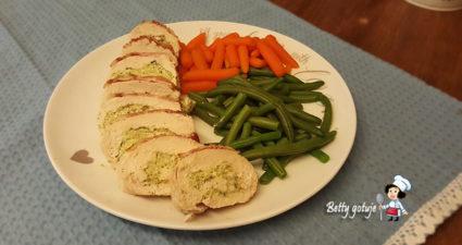 Roladki z kurczaka z brokułem i fetą