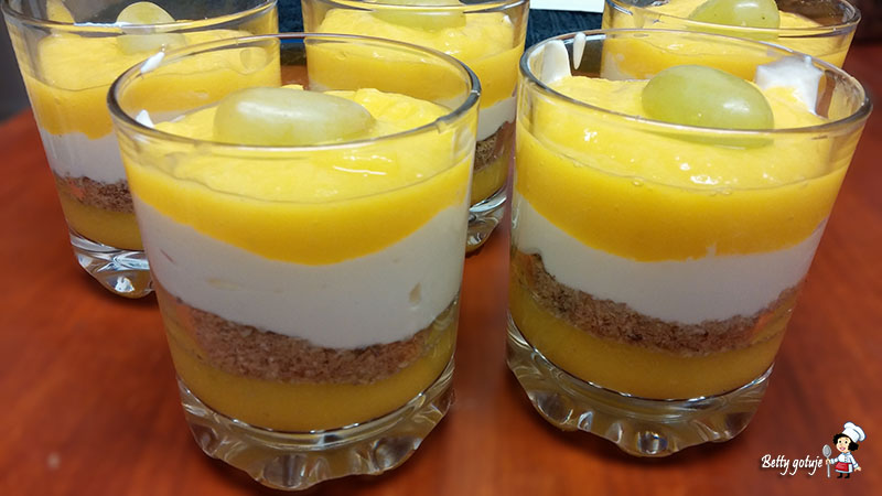 mango z jogurtem i musli