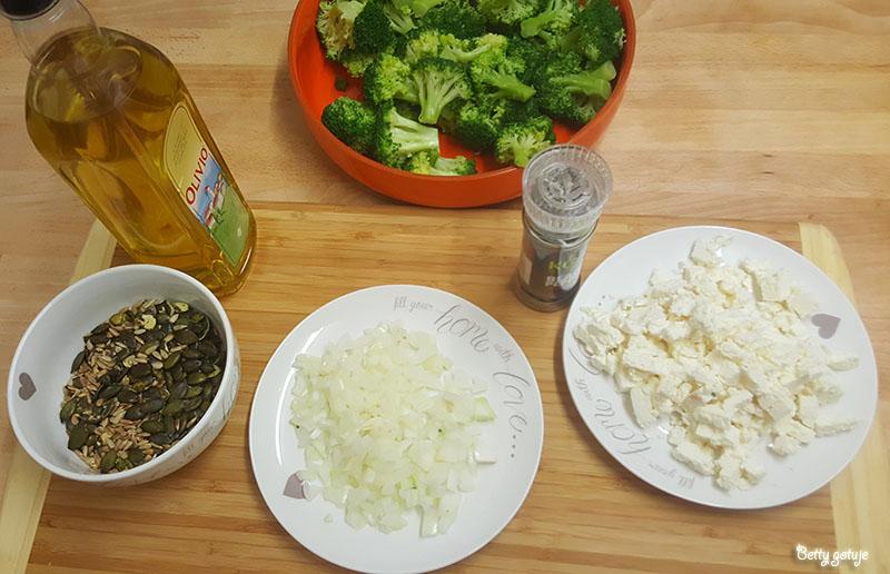 Sałatka z brokułami i serem feta